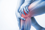 Electrical brain stimulation could reduce osteoarthritis knee pain - Photo: ©iStock/meen_na