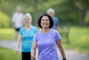 Rewards can push older adults to walk more - Photo: ©iStock/FatCamera