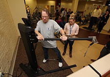 Roger Bergeron, who served in the Navy, works his hip abductors as exercise physiologist Katie Dondero adjusts the machine settings. (Photo by Mitch Mirkin))