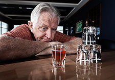 VA researchers are investigating new strategies to help Veterans with alcohol use problems as they transition from the hospital to outpatient care. <em>(Photo for illustrative purposes only. ©iStock/Terry J)</em>